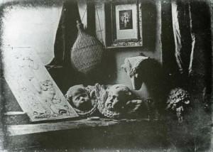 L._J._M._Daguerre_-_Zátiší_z_ateliéru_kabinetu_kuriozit_(1837)