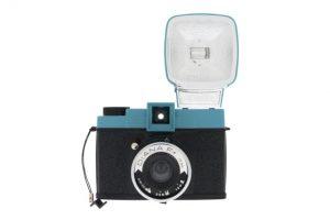 Diana F+_front_flash_Fotor