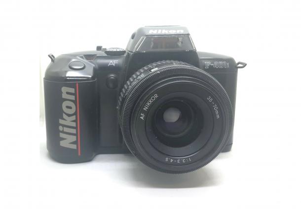 Nikon F401X + zoom objektiv 35-70