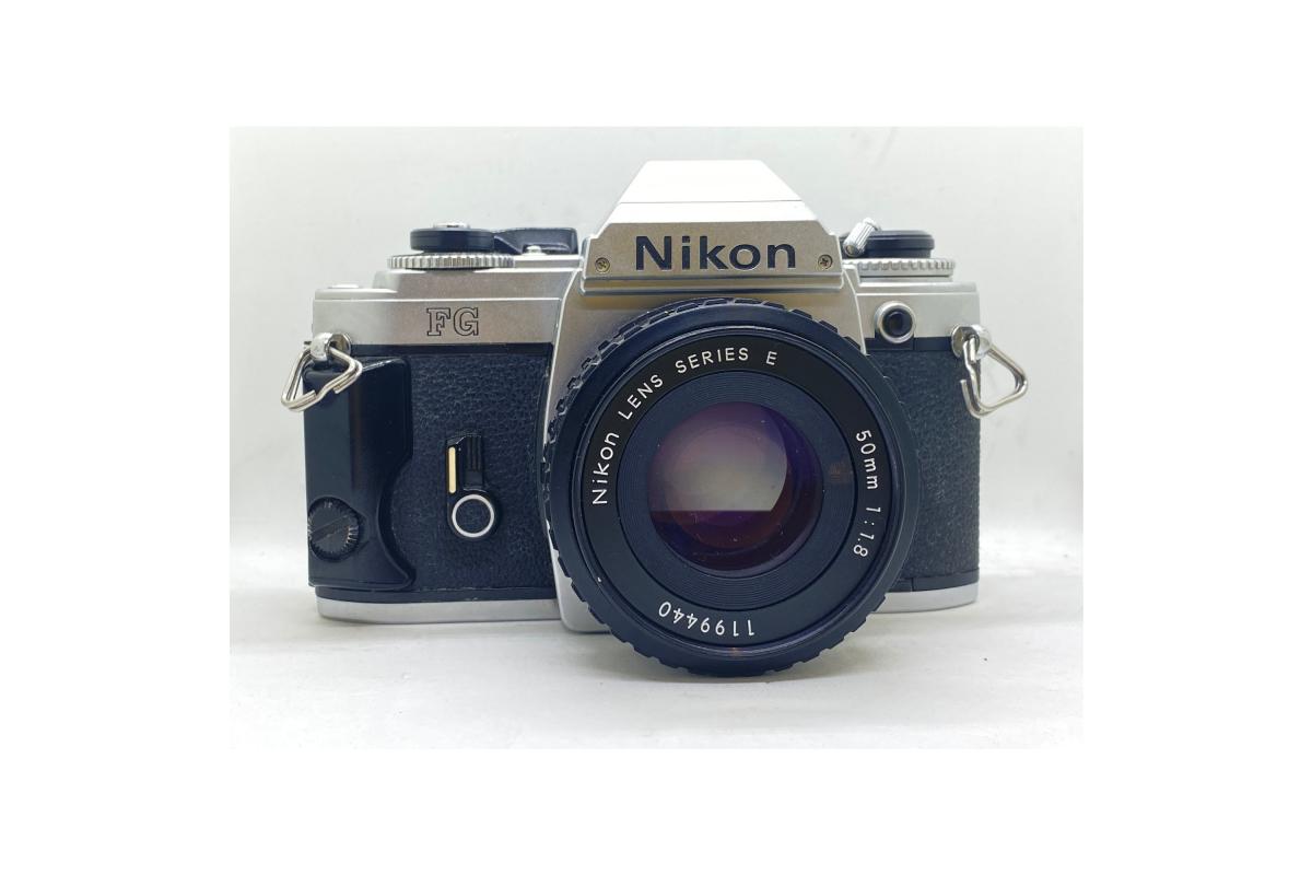 Nikon FG + objektiv 50/1.8