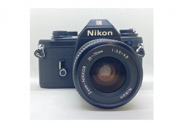 Nikon EM + Nikkor 35-70/3.5-4.8